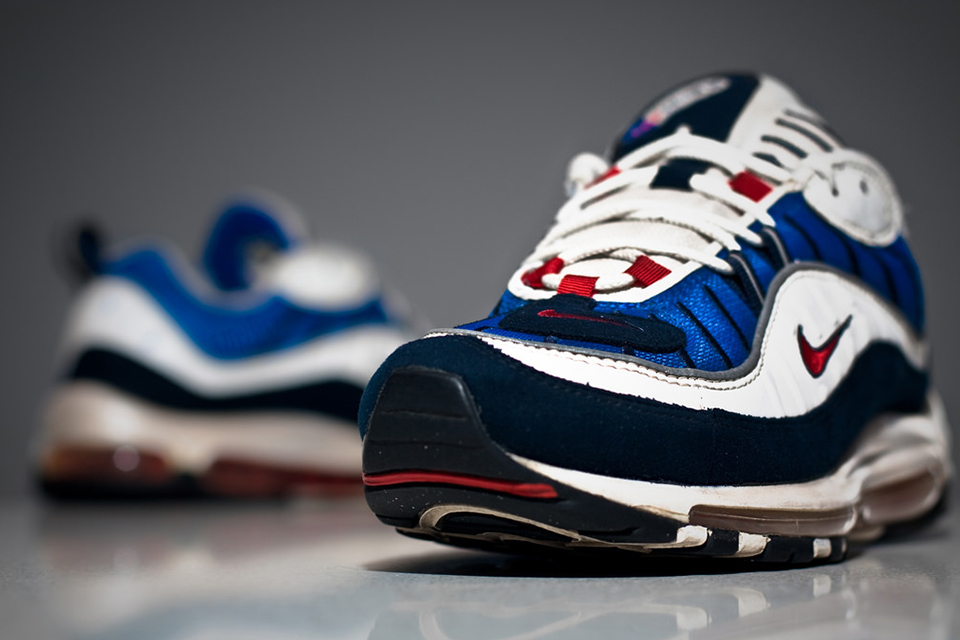 nike-air-max-98-gundam-20th-anniversary-03