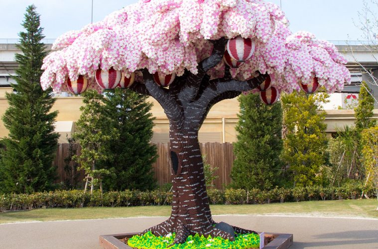Largest-LEGO-brick-cherry-blossom-tree-01