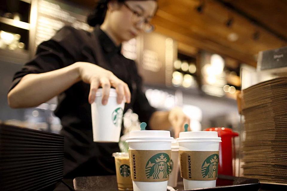 Starbucks-runs-103-cash-free-stores-main