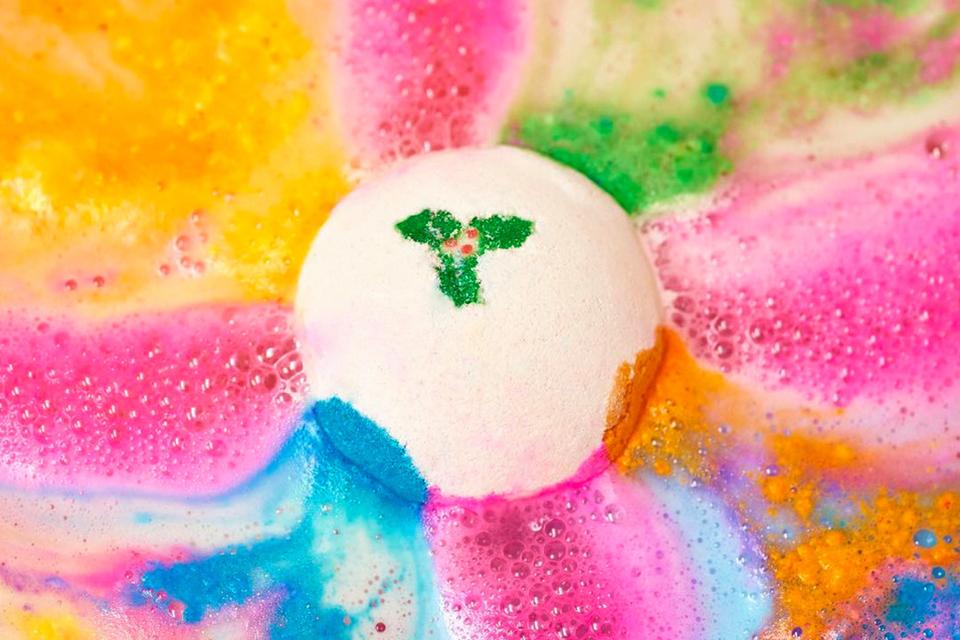 lush-cosmetics-holiday-christmas-bath-bombs-shower-beauty-main