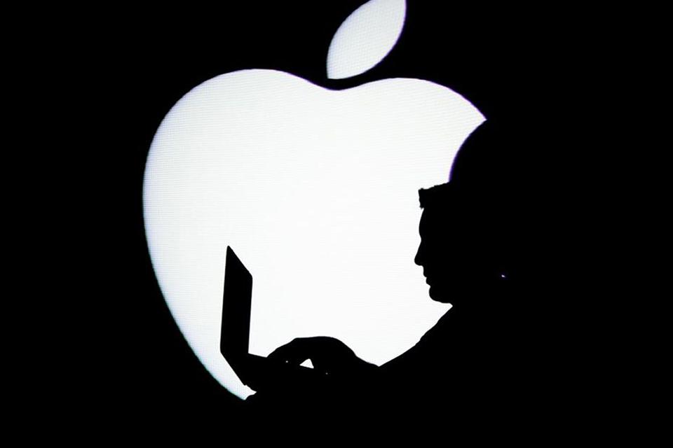 apple-offers-1-million-reward-for-white-hacker-01