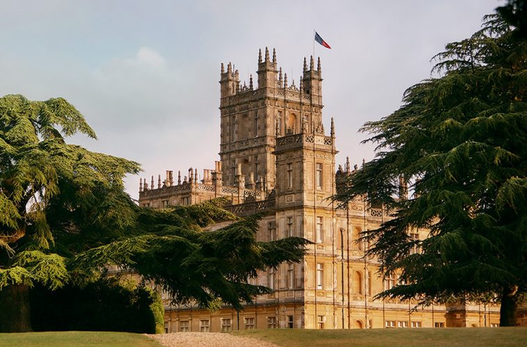 rent-downton-abbey-castle-airbnb-main