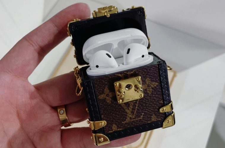 apple-airpod-case-louis-vuitton-monogram-trunk-main